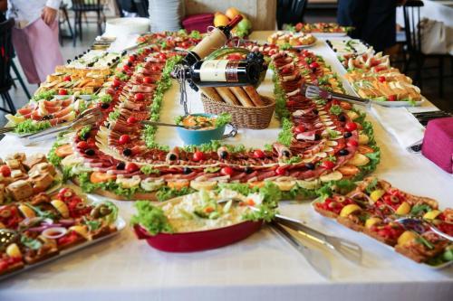 Hrana Za Proslave Restoran Campus - 001